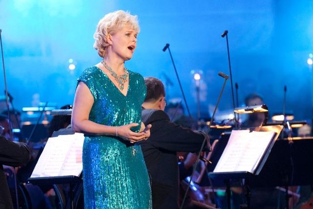 Durch hervorragende Solokünstler wie Sopranistin Ildikó Raimondi gewann der Hollywood in Vienna-Klang an zusätzlichem Zauber.  © Hollywood in Vienna / Arman Rastegar
