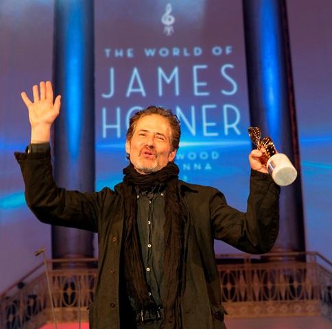 Zutiefst bewegt bedankte sich James Horner beim Wiener Publikum – und das Publikum mit Standing Ovations bei ihm. © Miriam Reither