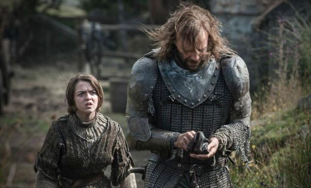 """A dead man doesn't need his silver."": Arya ist entsetzt über die Skrupellosigkeit des Hounds. © HBO"