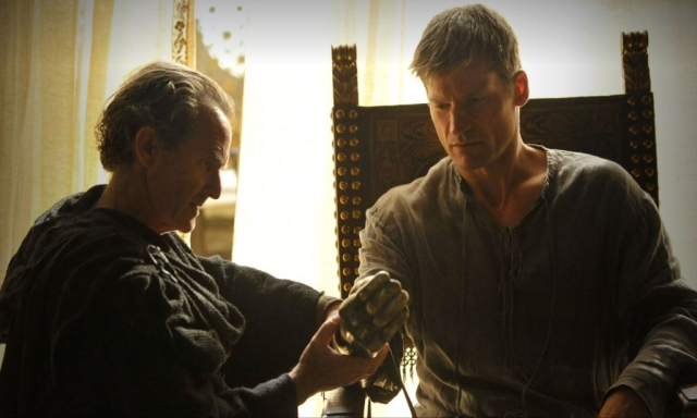 Kurze Haare, ernster Blick, goldene Hand: Jaime Lannister ist nach seiner Ankunft in King's Landing nicht mehr wieder zu erkennen. © HBO