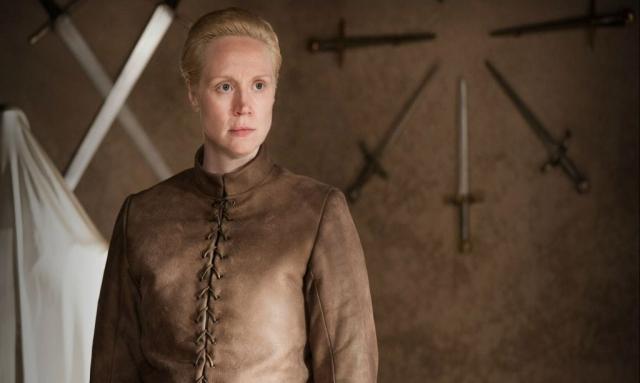 OATHKEEPER – Der Titel der Folge leitet sich von dem Namen ab, den Brienne ihrem neuen Schwert gegeben hat. Ein Beweis von Jaimes Wandlung: Das aus Eddard Starks Klinge Ice neugeschmiedete Schwert soll nun in den Händen der Lady of Tarth Sansa vor den Übeln der Lannisters bewahren. © HBO