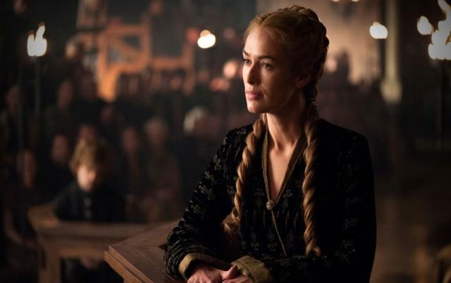 Im Zentrum der Verhandlung gegen Tyrion sitzt Cersei wie eine große Spinne, bei der alle Fäden zusammenlaufen – Aus ihrem Lügennetz gibt es kein Entrinnen. © HBO