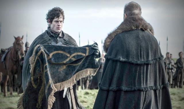 Die Parallelen zwischen Ramsay und Theon werden immer deutlicher. Ihr drastisches Handeln ist von dem inneren Drang bestimmt, die Anerkennung ihrer Väter gewinnen zu müssen.