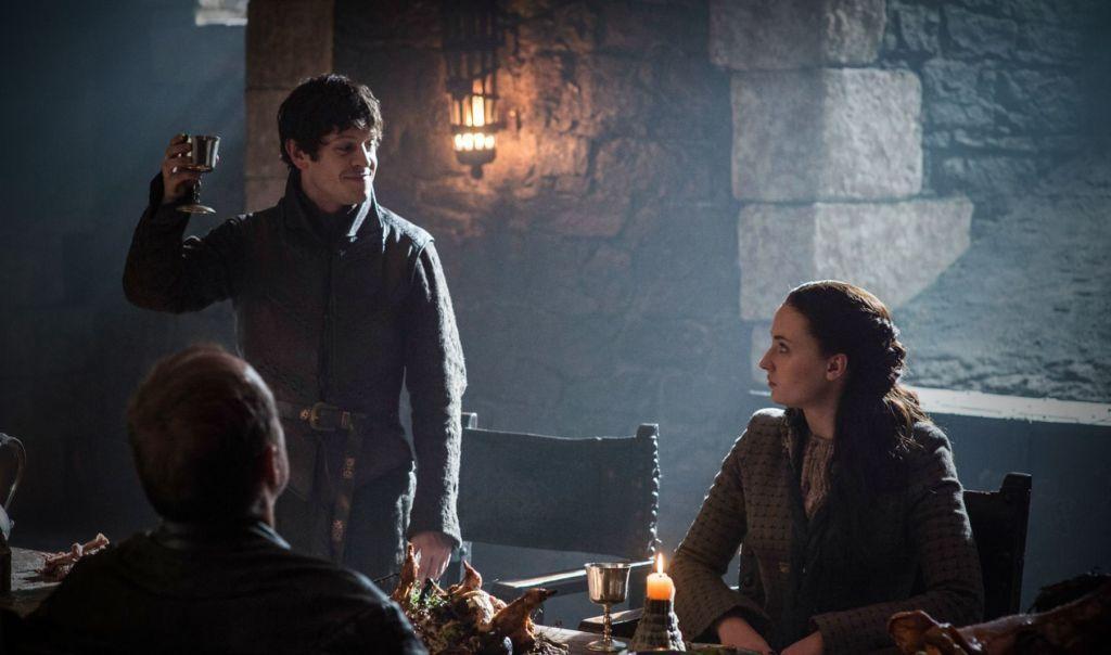 Selbst so etwas Vertrautes wie ein Familienessen daheim pervertieren die Boltons zu etwas ganz und gar Unheimlichem. Treffend hält Sansa Stark fest: This isn't a strange place, this is my home. It's the people who are strange.