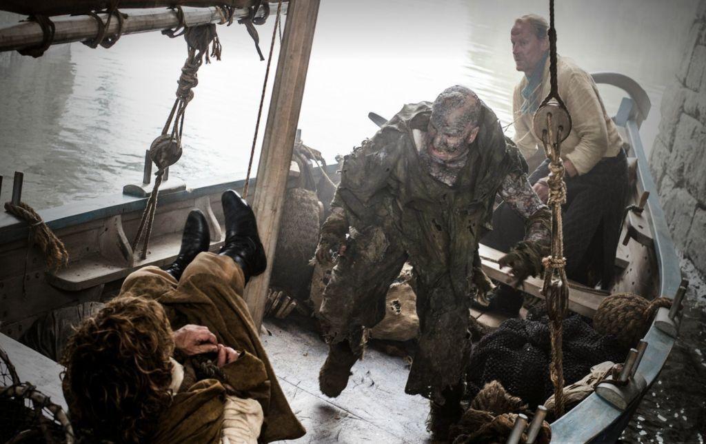 Auf ihrer Reise durch Old Valyria werden Tyrion und Mormont von den Stone Men angegriffen – Arme Teufel, die ihrer fortgeschrittenen Greyscale-Erkrankung mit Leib und Verstand zum Opfer gefallen sind.